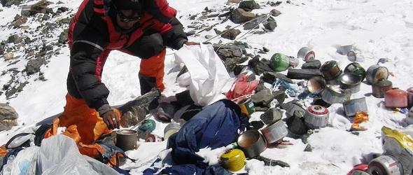 Műalkotásokat készítettek a Mount Everest szemetéből