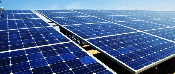 Gigantikus napelemekkel harcolna Katar a vízhiány ellen