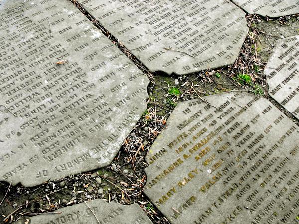 A Woodhouse temető járólapjai